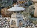 【送料無料】古代雪見燈籠(1.5尺・角型御影石)日本庭園の定番商品!!和風を彩る必須アイテム!!庭石の上に飾るとより引き立ちます♪