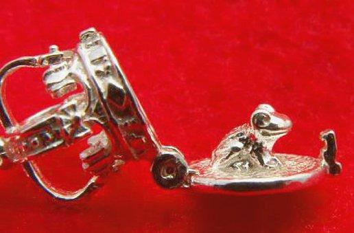 開運願うお守りに!スターリングシルバー925イギリス製シルバーチャームNo.028「王冠」成功と繁栄・富と名声★ラッキーアイテム恋の魔法にかかるかも!ネックレス・ストラップ・ピアスに!