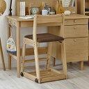 イトーキ木製学習イス 。 シンプルデザイン で長く使える。