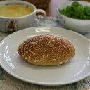 【焼きカレーパン】生地は薄め、程よい辛さのノンフライカレーパン。おいしさとヘルシーさがウリです(1個約70g)