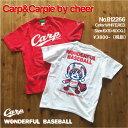 カープ/カープ女子/野球/プロ野球/広島/チアー/Carp/Cheer/コラボTee/カープロゴ&カーピーTシャツ/Carp Logo & Carpie Tee/プリントTシャツ/半袖Tシャツ