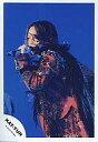【中古】生写真(男性)/アイドル/KAT-TUN KAT-TUN/亀梨和也/上半身/背景青/衣装赤/左手マイク/左向き/公式生写真【10P06may13】【fs2gm】【画】