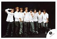 【中古】生写真(ジャニーズ)/アイドル/関ジャニ∞ 関ジャニ∞/集合(8人)/横型・白シャツ・背景黒・横山ピース/公式生写真