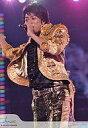 【エントリーでポイント10倍!(7月11日01:59まで!)】【中古】生写真(ジャニーズ)/アイドル/嵐 嵐/櫻井翔/膝上・衣装金、黒・左手マイク・右手上げ・背景紫・johnny's web/公式生写真