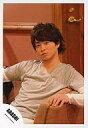 【中古】生写真(ジャニーズ)/アイドル/嵐 嵐/櫻井翔/上半身・ロングTシャツ白・座り/公式生写真