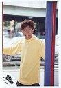 【中古】生写真(男性)/アイドル/SMAP SMAP/中居正広/上半身・タートルネックセーター黄色・両手広げ・カメラ目線・野外/公式生写真【10P06may13】【fs2gm】【画】
