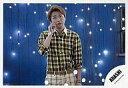 【中古】生写真(ジャニーズ)/アイドル/嵐 嵐/大野智/横型・膝上・右手頬・背景青・電飾白/公式生写真【タイムセール】