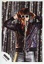 【エントリーでポイント10倍!(7月11日01:59まで!)】【中古】生写真(ジャニーズ)/アイドル/嵐 嵐/櫻井翔/膝上・手前にマイク・サングラス・衣装メタリック/「ワイルドアットハート」/公式生写真