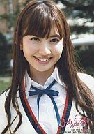 【中古】生写真(AKB48・SKE48)/アイドル/AKB48 小嶋陽菜/バストアップ/白シャツ・ネイビーのリボン・スクールニット/上からマリコ初回特典