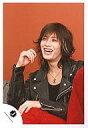 【中古】生写真(男性)/アイドル/KAT-TUN KAT-TUN/赤西仁/上半身/ジャケット黒/背景オレンジ/右肘立て【10P06may13】【fs2gm】【画】