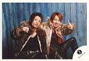 【中古】生写真(男性)/アイドル/KAT-TUN KAT-TUN/中丸雄一・田中聖/横型・座り・膝上・コートにファー・背景青い木の壁/公式生写真【10P24Jun13】【画】