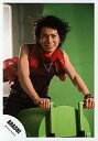 【中古】生写真(ジャニーズ)/アイドル/嵐 嵐/松本潤/膝上・舞台道具に跨る・衣装赤・襟巻き赤・背景緑/公式生写真【02P03Sep16】【画】 - ネットショップ駿河屋 楽天市場店