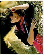 【エントリーでポイント10倍!(7月11日01___59まで!)】【中古】生写真(女性)/アイドル <strong>三原じゅん子</strong>/横型・服黒・スカートピンク・寝る/紙製公式ブロマイド