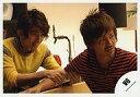 【中古】生写真(ジャニーズ)/アイドル/V6 V6/三宅健・森田剛/横型・三宅衣装黄色・森田ボーダー