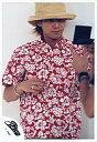【中古】生写真(男性)/アイドル/SMAP SMAP/中居正広/上半身・赤色の花柄シャツ・帽子ベージュ色・左手鏡・口閉じ/公式生写真【10P06may13】【fs2gm】【画】