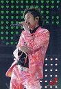 【中古】生写真(ジャニーズ)/アイドル/嵐 嵐/二宮和也/ライブフォト 膝上 衣装ピンクオレンジ 左手マイク 背景黒緑/ARASHI FIRST CONCERT 2006 in Soul