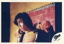 【中古】生写真(男性)/アイドル/SMAP SMAP/木村拓哉/横型・バストアップ・衣装黄色・黒・背景赤・両手おもちゃの銃/公式生写真【10P06may13】【fs2gm】【画】
