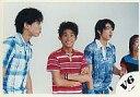 【中古】生写真(ジャニーズ)/アイドル/V6 V6/坂本・三宅・井ノ原/横型・上半身・衣装青・赤・チェック柄・ボーダー柄・三宅腕組み・笑顔・背景白/公式生写真【02P03Dec16】【画】