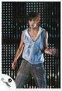 【中古】生写真(男性)/アイドル/KAT-TUN KAT-TUN/赤西仁/ライブフォト・膝上・衣装グレー・左手上げ・背景照明/公式生写真【10P06may13】【fs2gm】【画】