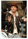 【中古】生写真(男性)/アイドル/KAT-TUN KAT-TUN/田中聖/膝上・衣装黒・インナー白・両手パー・帽子茶・後ろに人/公式生写真【10P24Jun13】【画】