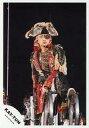 【中古】生写真(男性)/アイドル/KAT-TUN KAT-TUN/田中聖/ライブフォト・膝上・衣装赤チェック・帽子眼鏡・左手マイク・背景黒/公式生写真【10P24Jun13】【画】