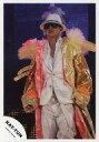 【中古】生写真(男性)/アイドル/KAT-TUN KAT-TUN/田中聖/ライブフォト・膝上・上着黄ピンク・衣装白・サングラス・帽子・背景モニター/公式生写真【10P24Jun13】【画】