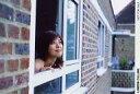 【中古】生写真(女性)/グラビアアイドル 白石美帆/横型・バストアップ・窓・目線右上・ポス