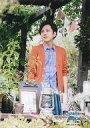 【エントリーで全品ポイント10倍!(8月18日09:59まで)】【中古】生写真(ジャニーズ)/アイドル/嵐 嵐/二宮和也/膝上・衣装オレンジ.青・目線左・手前にランプ/「ARASHI BLAST in Miyagi」
