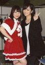 【中古】生写真(AKB48・SKE48)/アイドル/NMB48 小笠原茉由・山本彩/膝上・衣装赤・白・黒・山本左手ピース/「紅白歌合戦出場!2014年もよろしくお願いいたしますキャンペーン」 対象商品購入特典