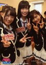 【中古】生写真(AKB48・SKE48)/アイドル/NMB48 上西怜・内木志・谷川愛梨/膝上・両手ピース・笑顔/グループカットVer./DVD「NMBとまなぶくん presents NMB48の何やらしてくれとんねん! Vol.6」(YRBS-90032〜3)初回プレス限定封入特典生写真