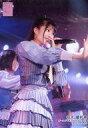 【中古】生写真(AKB48・SKE48)/アイドル/AKB48 行天優莉奈/ライブフォト・膝上・衣装グレー・ストライプ柄・右手パー前・左手マイク・右向き/AKB48 チーム4「手をつなぎながら」 ランダム生写真 2019.3.20