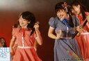 【中古】生写真(AKB48・SKE48)/アイドル/STU48 磯貝花音・土路生優里/ライブフォト・横型・膝上・衣装赤・青・ギンガムチェック・左手マイク・顔左向き/「STU48出張公演@SKE48劇場」会場限定生写真【タイムセール】