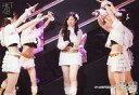 【中古】生写真(AKB48・SKE48)/アイドル/HKT48 下野由貴/ライブフォト・横型・全身(足見切れ)・衣装白・黒・左手マイク/HKT48 チームKIV「制服の芽」公演 下野由貴 生誕祭 ランダム生写真 2019.4.7