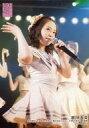 【中古】生写真(AKB48・SKE48)/アイドル/AKB48 濱咲友菜/ライブフォト・膝上・衣装白・右手上げ/湯浅順司「その雫は、未来へと繋がる虹になる。」公演 下尾みう 生誕祭 2019.7.13【タイムセール】