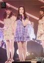 【中古】生写真(AKB48・SKE48)/アイドル/HKT48 下野由貴/ライブフォト・全身・衣装紫・チェック柄・左手マイク/HKT48 チームKIV「制服の芽」公演 ランダム生写真 2019.7.15