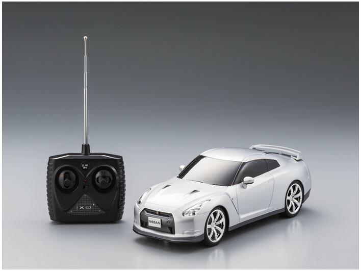 ホビーラジコン趣味の玩具・模型カーコレクション1/18ラジコントロールカーNISSANGT-R〈R/