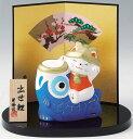 陶器製 五月人形  鯉のぼり 出世鯉乗り幸せ招き猫飾り お盆・屏風・木札付きです。 〈端午の節句 子供の日 五月五日 5月5日 節句人形 日本の伝統品 5月人形 こいのぼり 鯉幟〉