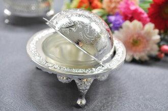奶油麵糊碗蓋在英格蘭女王安妮表廚房小工具的白銀黃油容器