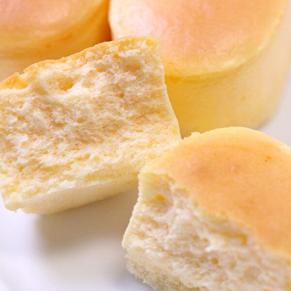スフレチーズケーキ 10個入り濃厚チーズをしっとり仕上げて、口どけなめらか☆半解凍で食べると、ひんやりとしっとりが絶妙においしい♪