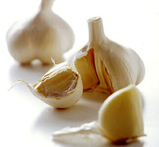 100 g of organic or natural agricultural methods garlic
