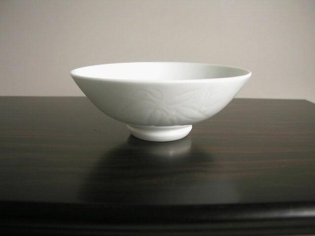 人間国宝 井上萬二作 白磁笹彫文抹茶碗