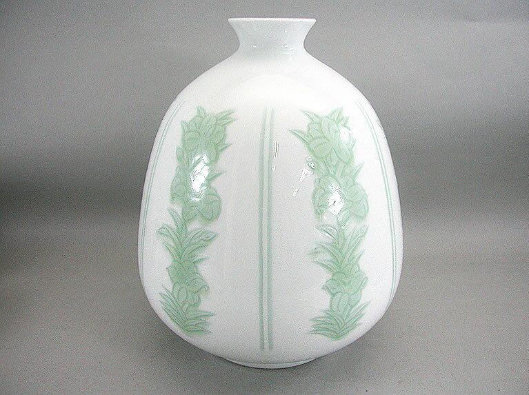人間国宝 井上萬二作 白磁緑釉百合彫文壺 (径 約27cm 高さ約33.5cm)