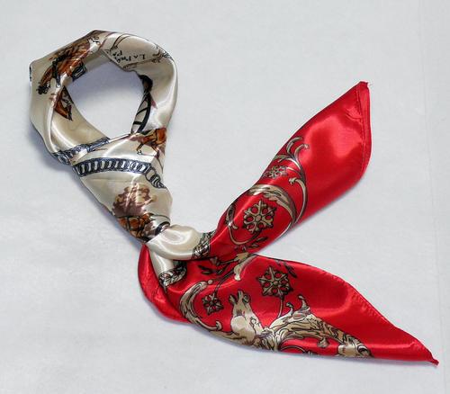 【全色60種】 華麗な高級シルク調スカーフ 90角正方形大判レディース スカーフ 贈り物 ギフト人気な花柄 スカーフ