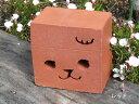 ☆幸運を招く!?招き猫レンガです☆新登場!レンガの置物【招き子ねこ】◆子猫の顔のくりぬき◆カラー:ブラウン/レッド/ベージュ※価格は1個のお値段です