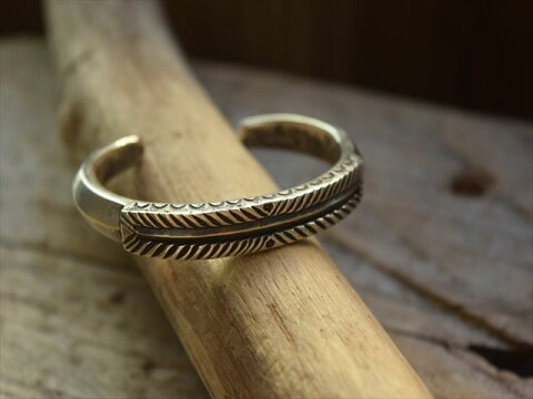 Indian Jewelry クリーク族 ジェシー ロビンズ(Jesse Robbins) コインシルバー Flat Top バングル small