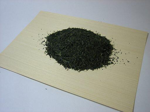 三重県南勢地方の茶葉を使用した、伊勢茶!深蒸し茶!ど〜んと1kg!