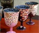 華やかな地色にさくらの絵付けが美しく映えるワイングラス贈り物に最適な京焼のグラスのセットです。京焼清水焼 桜花紋ワインカップ・グラスペア  紫・ピンク (セット商品) 作家:双楽窯