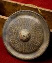 【送料無料】 ベトナムのゴング(銅鑼)24.5cm / ドラ 鐘 ベル 民族楽器 インド楽器 エスニック楽器 ヒーリング楽器