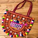 【送料無料】 【1点物】カッチ刺繍のショルダーバッグ / 肩掛けバッグ トートバッグ インド かばん ポーチ エスニック アジア