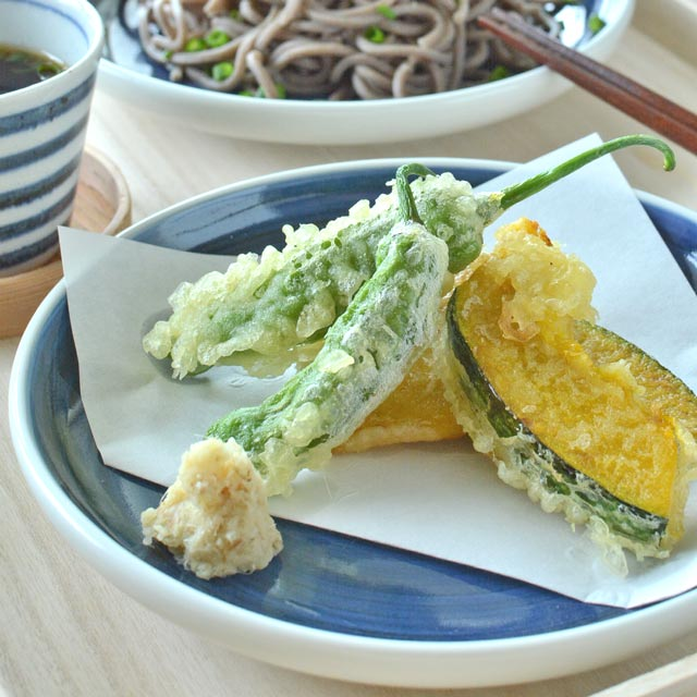 【砥部焼 梅山窯】藍色の切立丸皿(6寸)